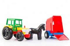 Трактор с прицепом в коробке
